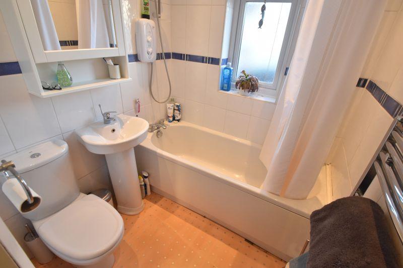 3 bedroom Semi-Detached  to rent in Rutland Crescent, Luton - Photo 7