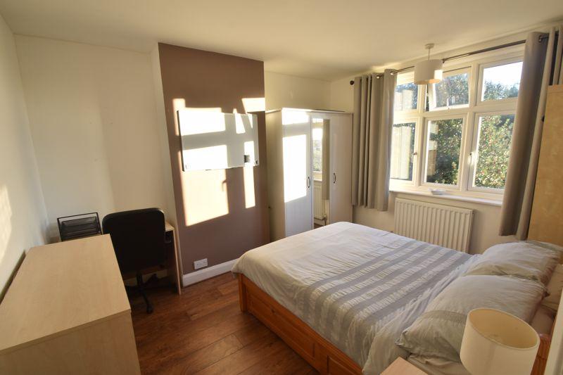 3 bedroom Semi-Detached  to rent in Rutland Crescent, Luton - Photo 8