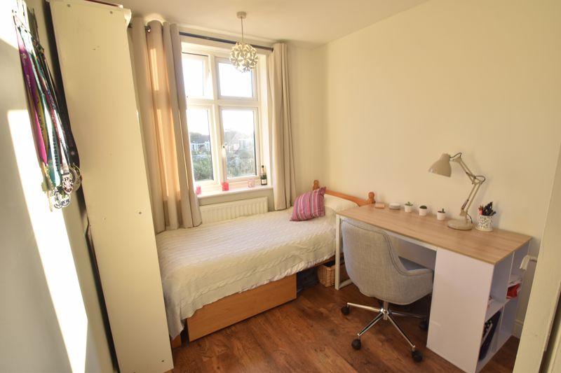 3 bedroom Semi-Detached  to rent in Rutland Crescent, Luton - Photo 9