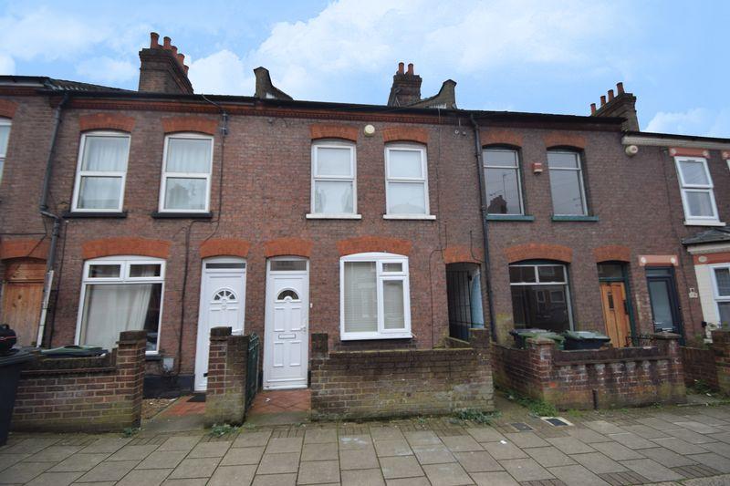 3 bedroom Mid Terrace to rent in Reginald Street, Luton