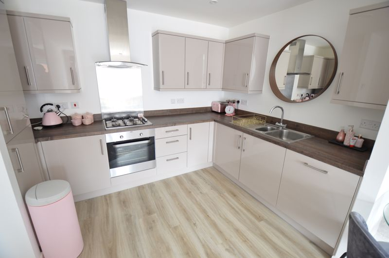 2 bedroom Flat to buy in Union Street, Luton - Photo 3