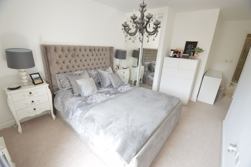 2 bedroom Flat to buy in Union Street, Luton - Photo 6