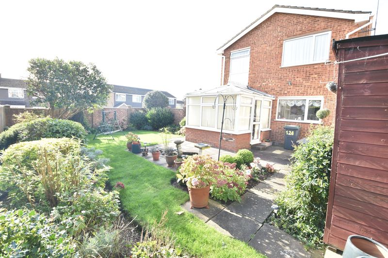 3 bedroom Detached  to buy in Benson Close, Luton - Photo 2