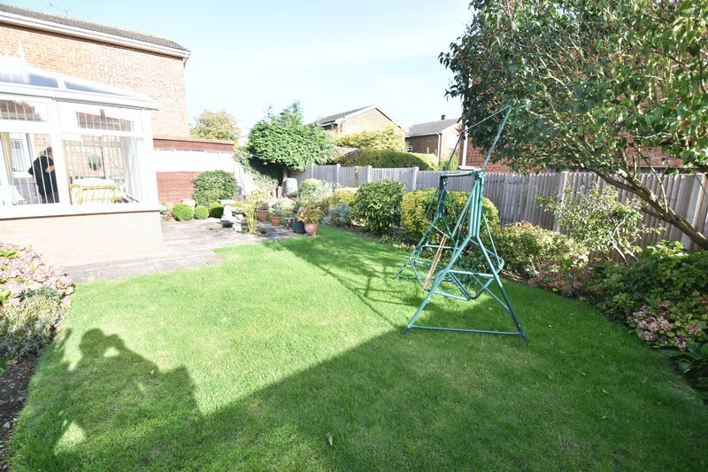 3 bedroom Detached  to buy in Benson Close, Luton - Photo 7