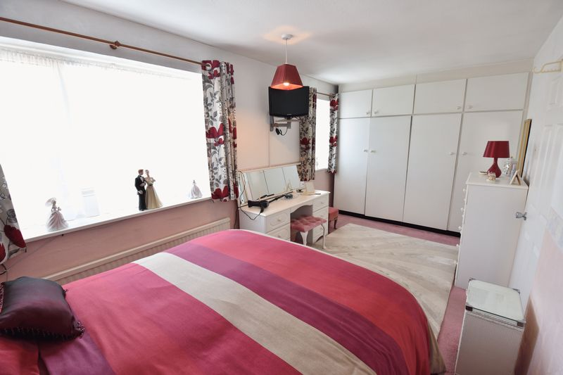 3 bedroom Detached  to buy in Benson Close, Luton - Photo 18