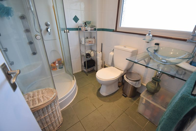 3 bedroom Semi-Detached  to buy in Thrales Close, Luton - Photo 6