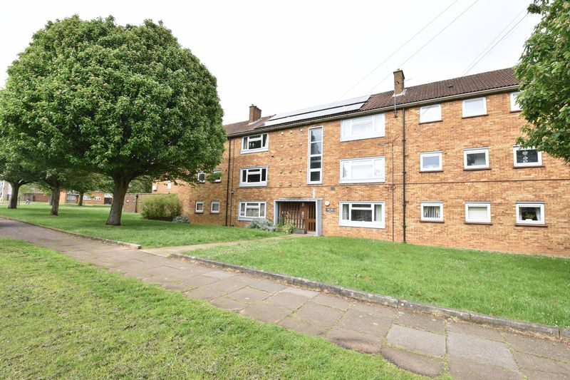 3 bedroom Flat to rent in Whipperley Way, Luton