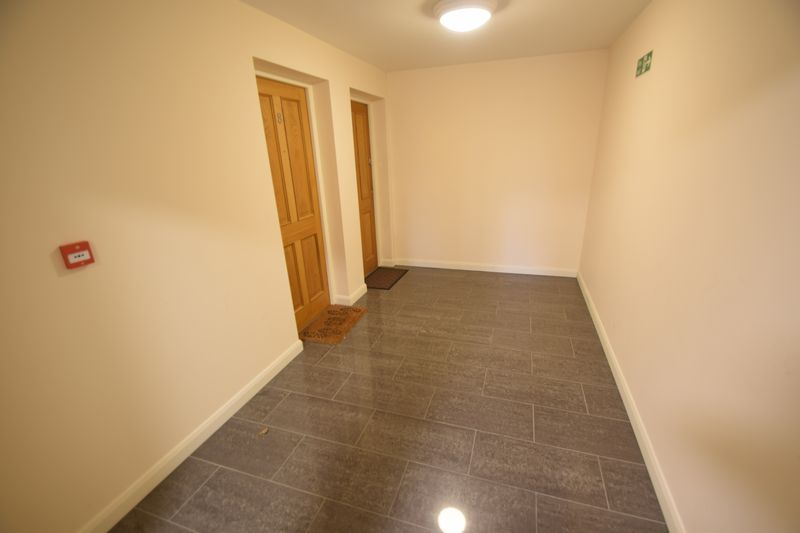 2 bedroom Flat to rent in Treetop Close, Luton - Photo 9