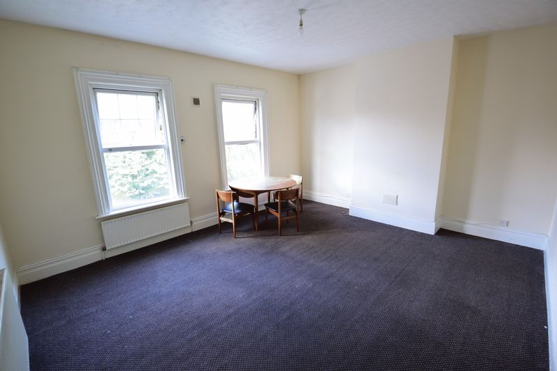 2 bedroom Flat to rent in Strathmore Avenue, Luton - Photo 1