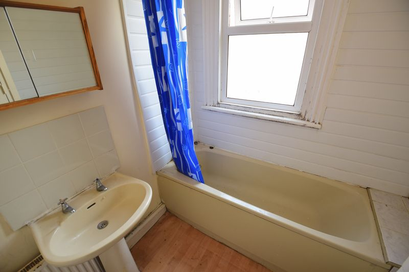 2 bedroom Flat to rent in Strathmore Avenue, Luton - Photo 6