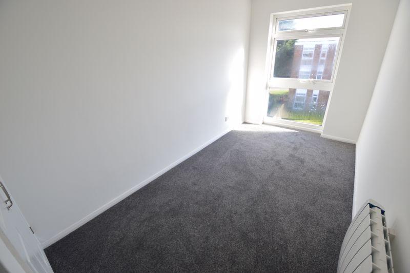 2 bedroom Flat to rent in Elderberry Close, Luton - Photo 2