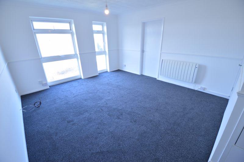 2 bedroom Flat to rent in Elderberry Close, Luton - Photo 7