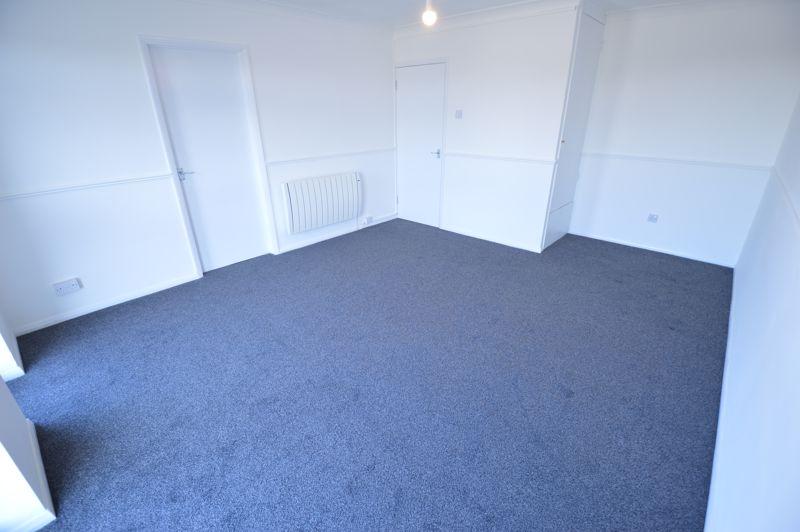 2 bedroom Flat to rent in Elderberry Close, Luton - Photo 8