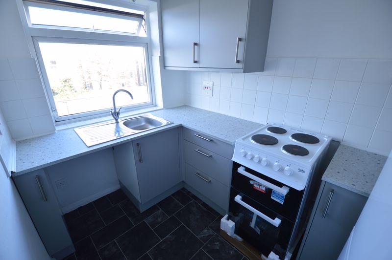 2 bedroom Flat to rent in Elderberry Close, Luton - Photo 9