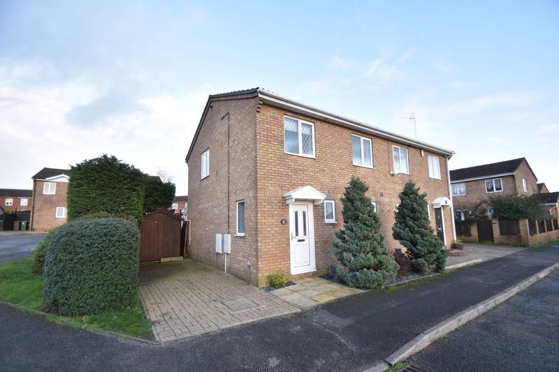 3 bedroom Semi-Detached  to rent in Falstone Green, Luton