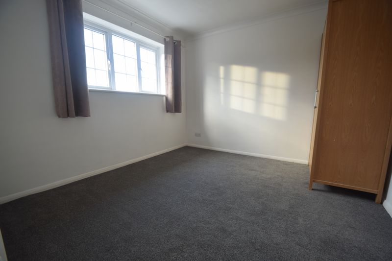 2 bedroom Semi-Detached  to buy in Hayhurst Road, Luton - Photo 3
