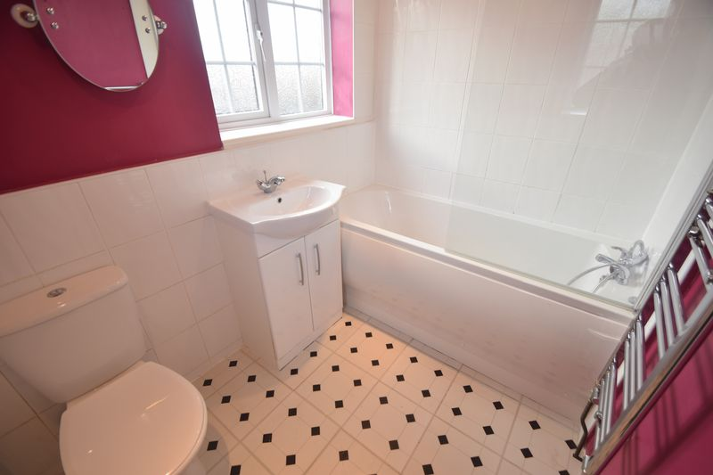 2 bedroom Semi-Detached  to buy in Hayhurst Road, Luton - Photo 4