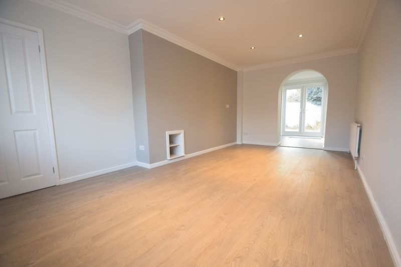 2 bedroom Semi-Detached  to buy in Hayhurst Road, Luton - Photo 6