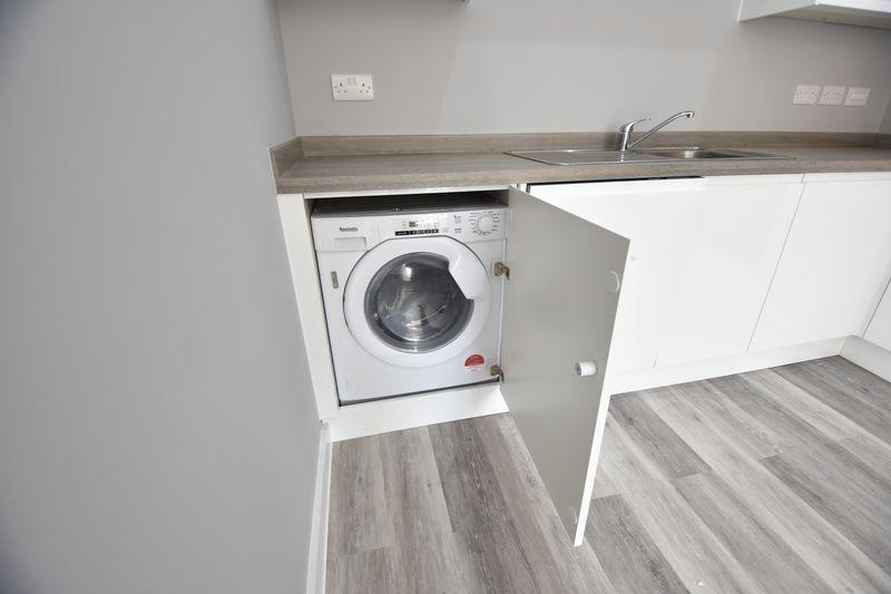 2 bedroom  to buy in Ridgway Road, Luton - Photo 13