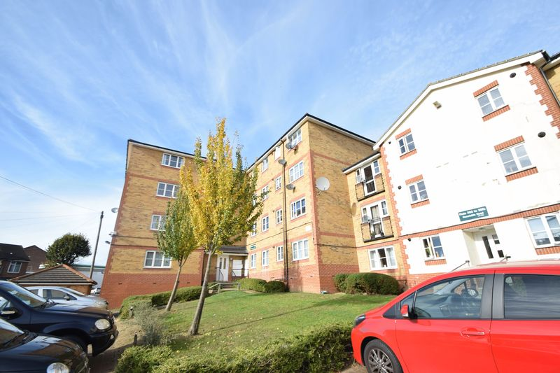 2 bedroom Flat to buy in Kingsway, Luton