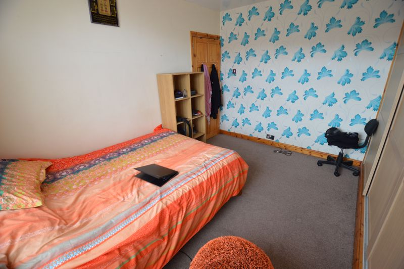 4 bedroom Mid Terrace to rent in Carisbrooke Road, Luton - Photo 13