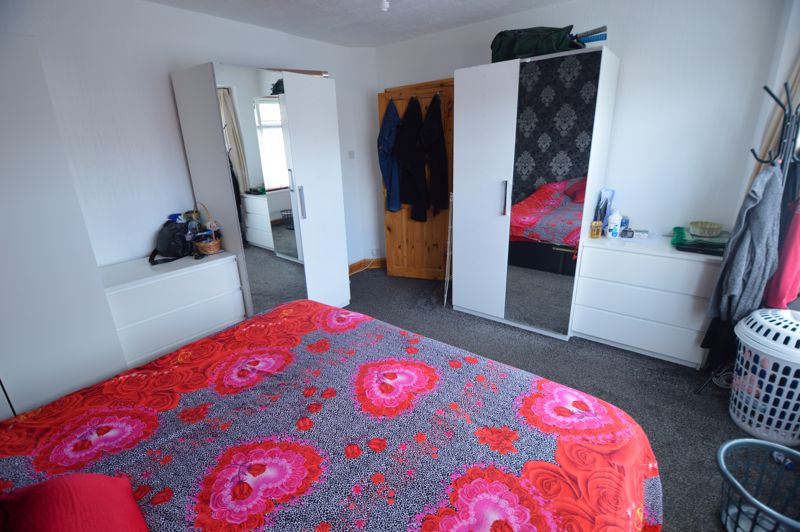 4 bedroom Mid Terrace to rent in Carisbrooke Road, Luton - Photo 15
