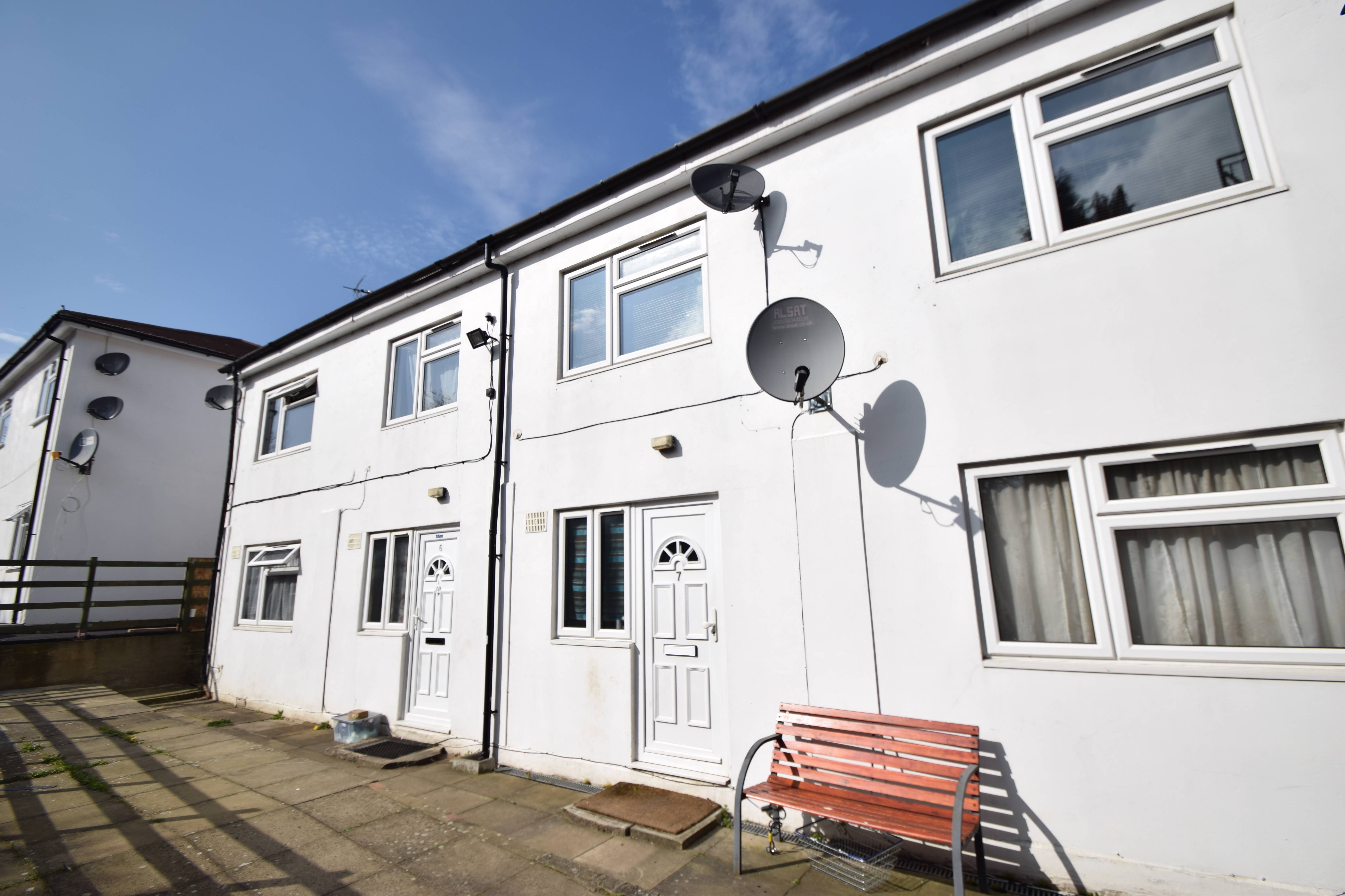 1 bedroom Maisonette to buy in 137-139 New Bedford Road, Luton