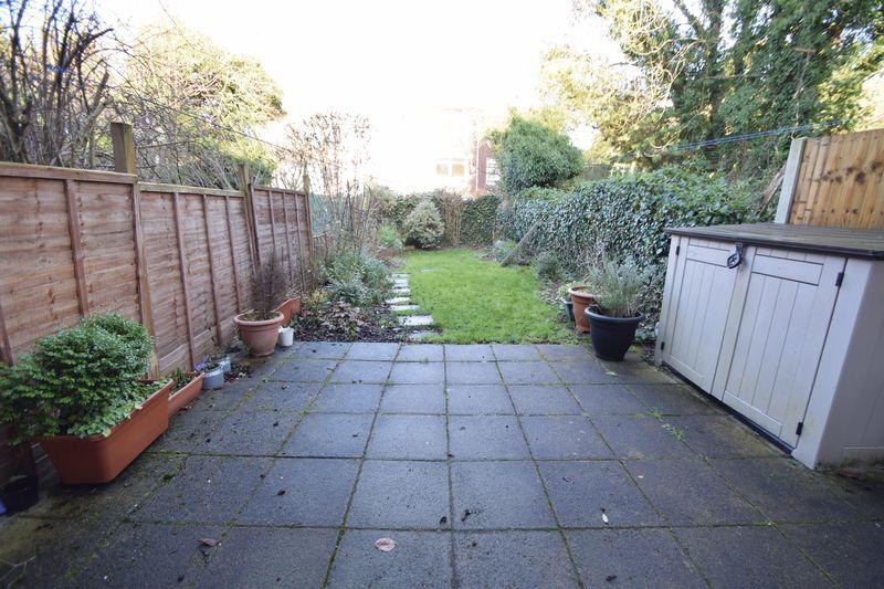 5 bedroom Mid Terrace to buy in Trowbridge Gardens, Luton - Photo 4