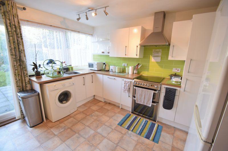 5 bedroom Mid Terrace to buy in Trowbridge Gardens, Luton - Photo 5
