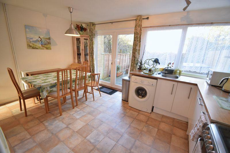 5 bedroom Mid Terrace to buy in Trowbridge Gardens, Luton - Photo 6
