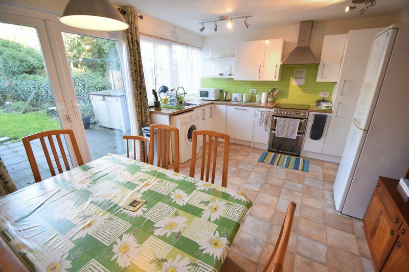 5 bedroom Mid Terrace to buy in Trowbridge Gardens, Luton - Photo 7