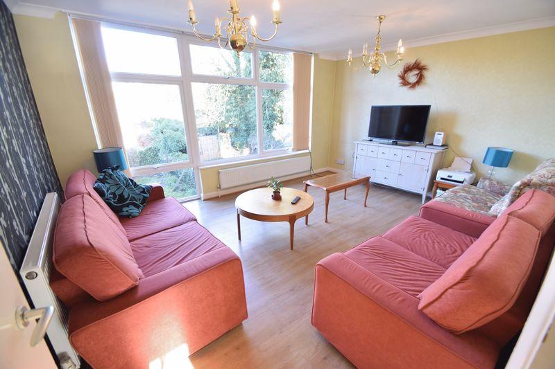 5 bedroom Mid Terrace to buy in Trowbridge Gardens, Luton - Photo 9
