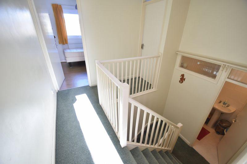 5 bedroom Mid Terrace to buy in Trowbridge Gardens, Luton - Photo 12