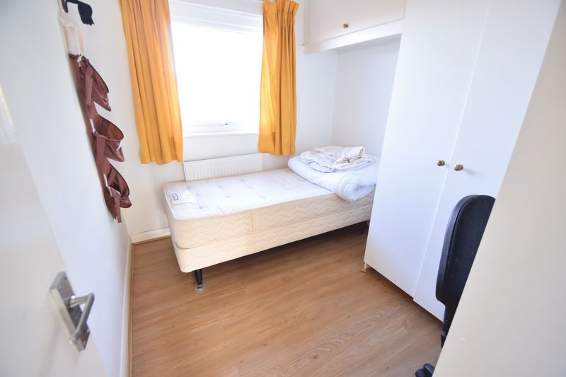 5 bedroom Mid Terrace to buy in Trowbridge Gardens, Luton - Photo 13