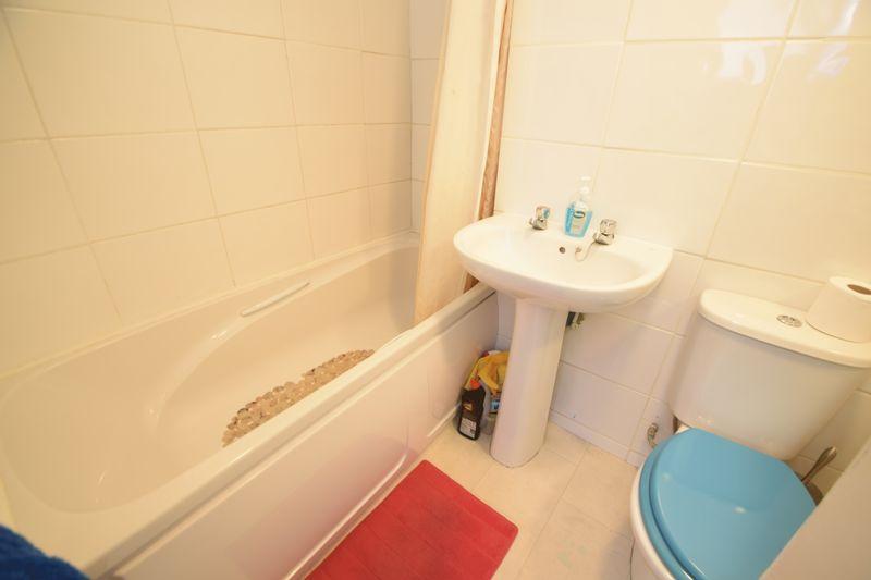 5 bedroom Mid Terrace to buy in Trowbridge Gardens, Luton - Photo 15