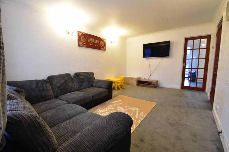 3 bedroom Semi-Detached  to rent in Corinium Gardens, Luton - Photo 2
