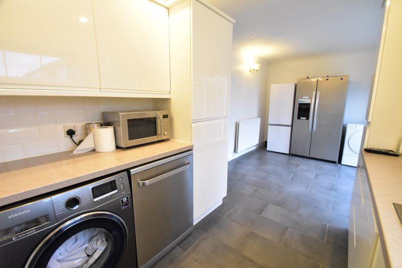 3 bedroom Semi-Detached  to rent in Corinium Gardens, Luton - Photo 4