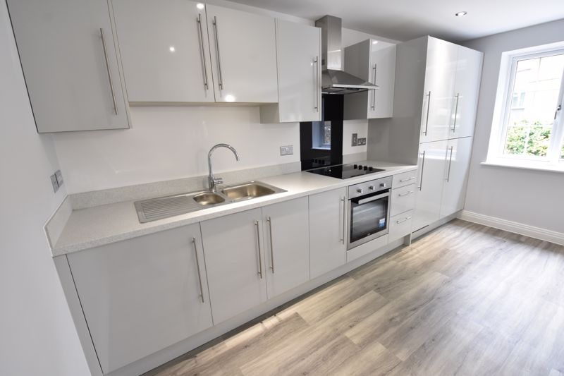 2 bedroom Flat to rent in 48 Crawley Green Road, Luton - Photo 5