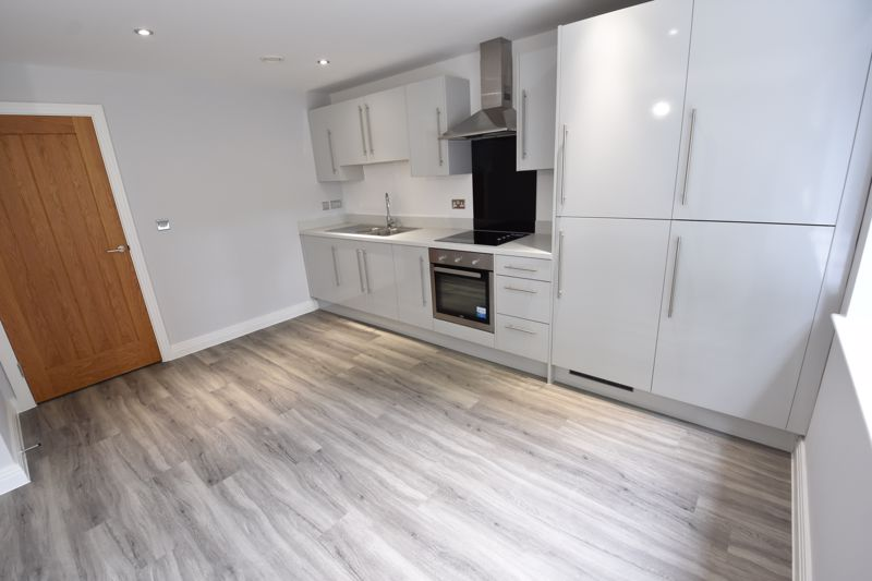 2 bedroom Flat to rent in 48 Crawley Green Road, Luton - Photo 8