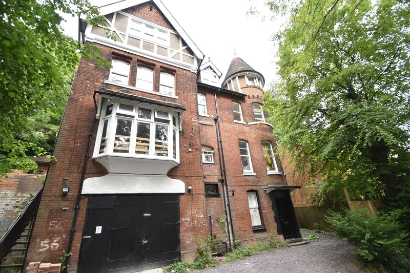 1 bedroom Flat to rent in Hart Hill Drive, Luton