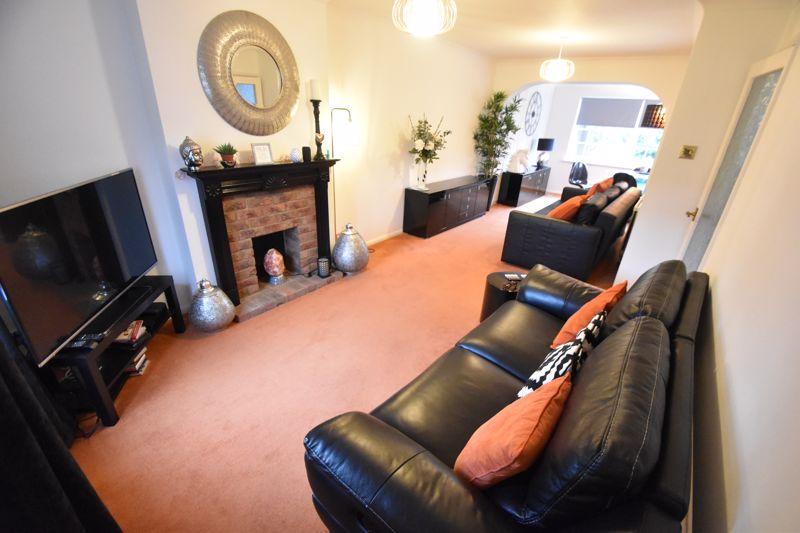 3 bedroom Semi-Detached  to rent in Ross Way, Luton - Photo 1