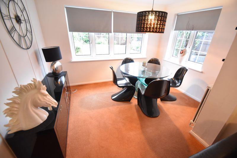 3 bedroom Semi-Detached  to rent in Ross Way, Luton - Photo 3
