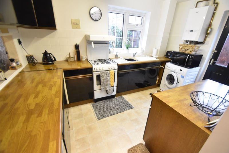 3 bedroom Semi-Detached  to rent in Ross Way, Luton - Photo 4