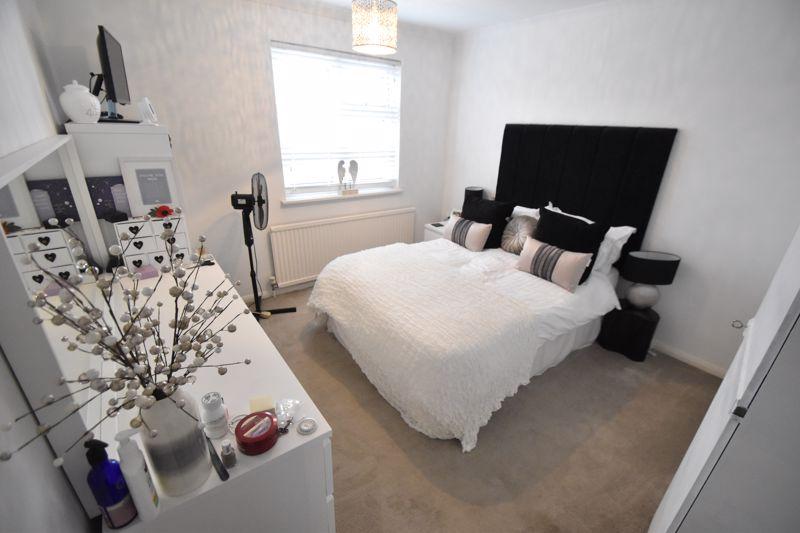 3 bedroom Semi-Detached  to rent in Ross Way, Luton - Photo 6