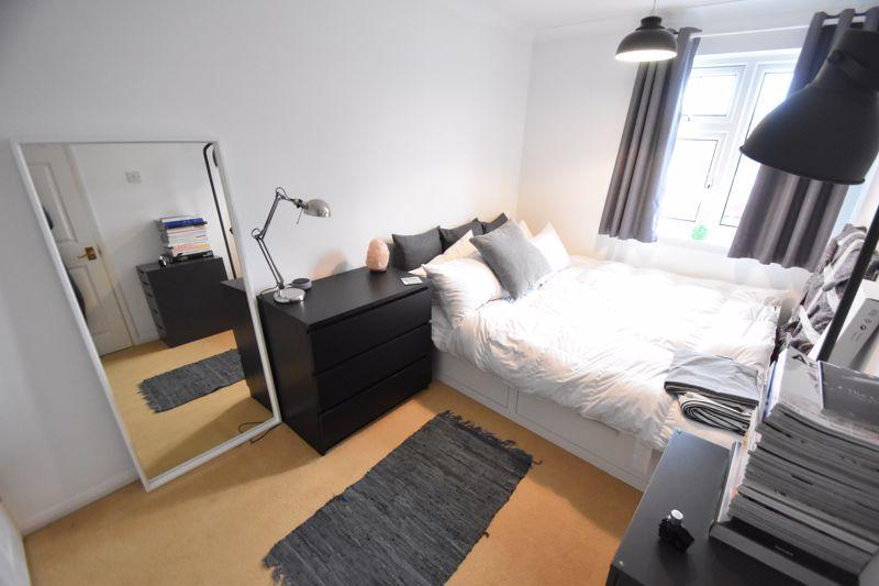 3 bedroom Semi-Detached  to rent in Ross Way, Luton - Photo 7