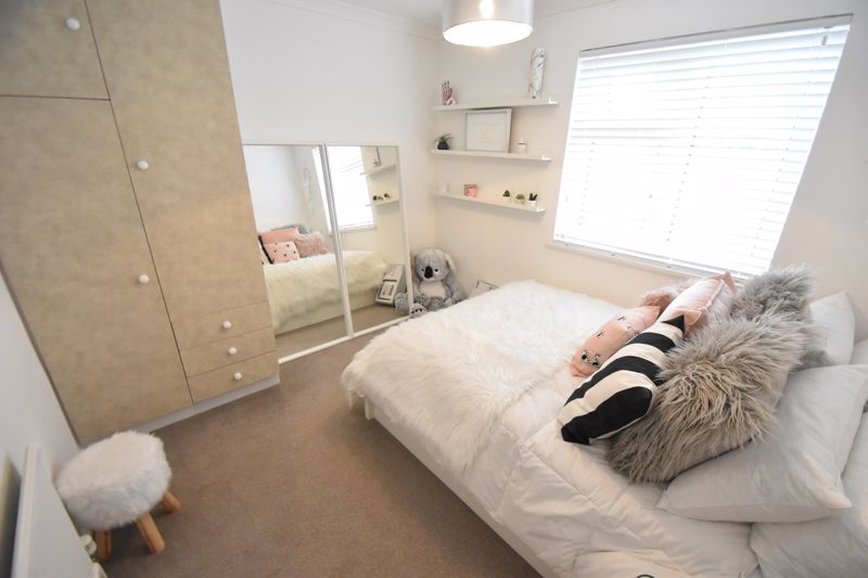 3 bedroom Semi-Detached  to rent in Ross Way, Luton - Photo 8
