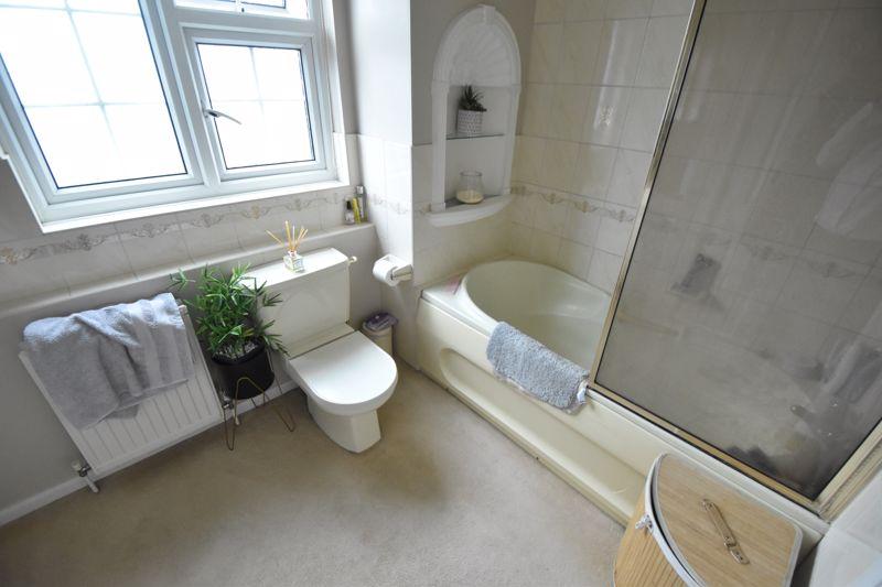 3 bedroom Semi-Detached  to rent in Ross Way, Luton - Photo 9
