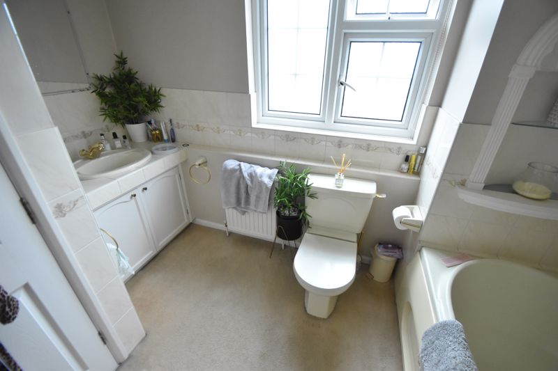 3 bedroom Semi-Detached  to rent in Ross Way, Luton - Photo 10