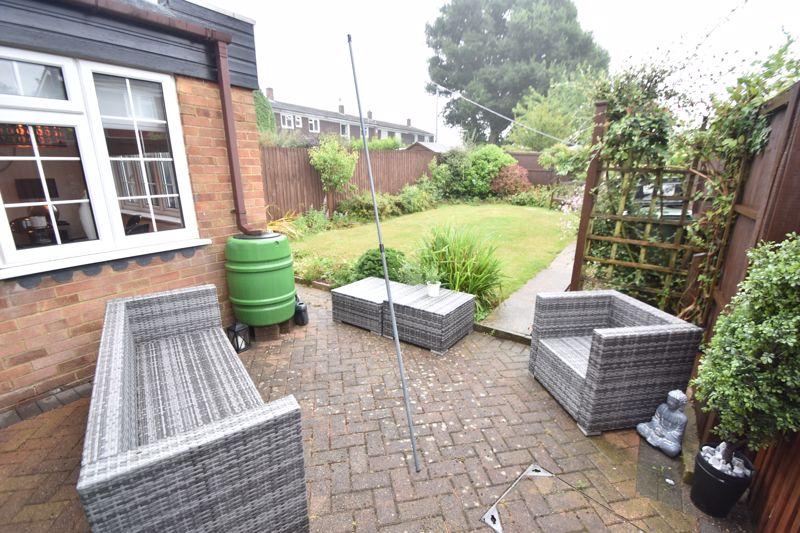 3 bedroom Semi-Detached  to rent in Ross Way, Luton - Photo 11