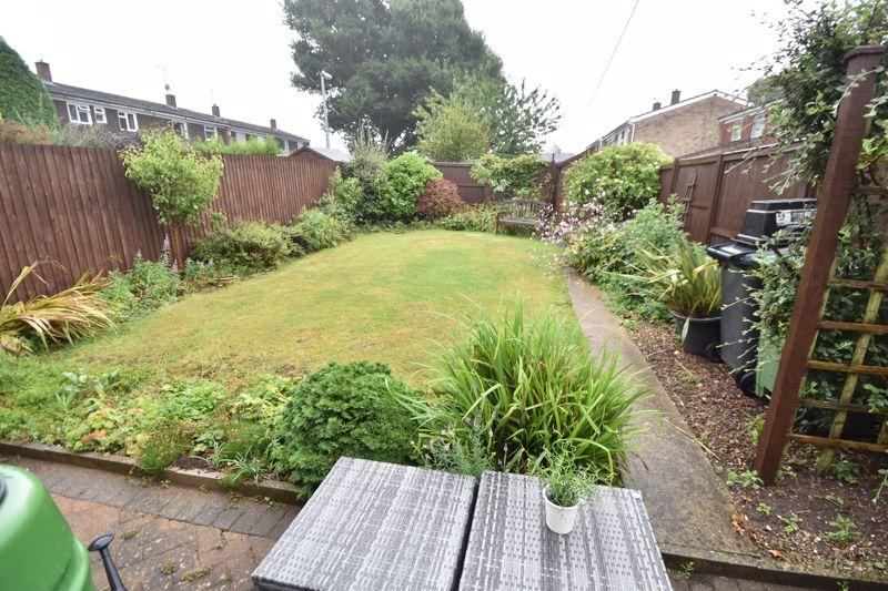3 bedroom Semi-Detached  to rent in Ross Way, Luton - Photo 12